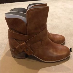 Ugg Australia Elora Leather Boots/Booties Size 7